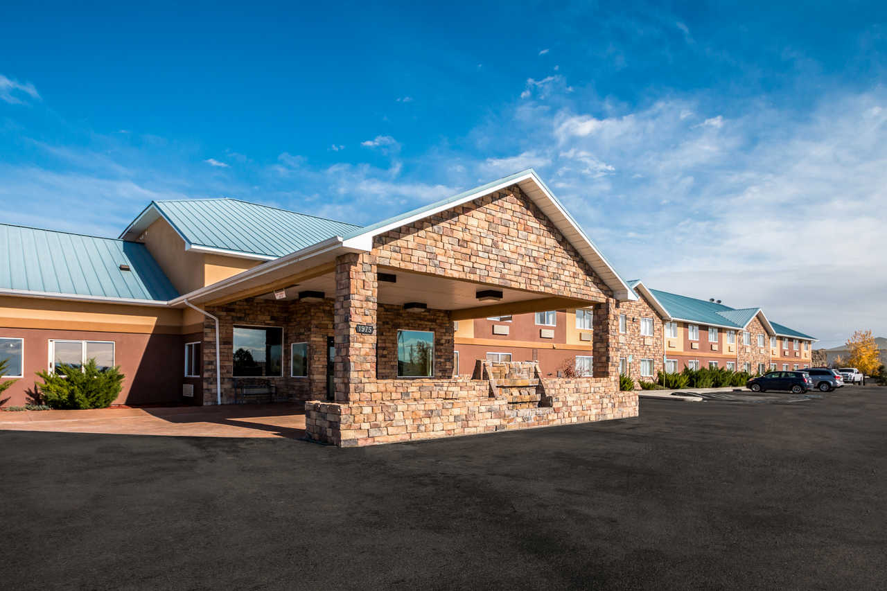 The Comfort Inn Hotel Is Located Near John Wesley Powell Memorial Museum Crystal Geyser And Holiday River Expeditions